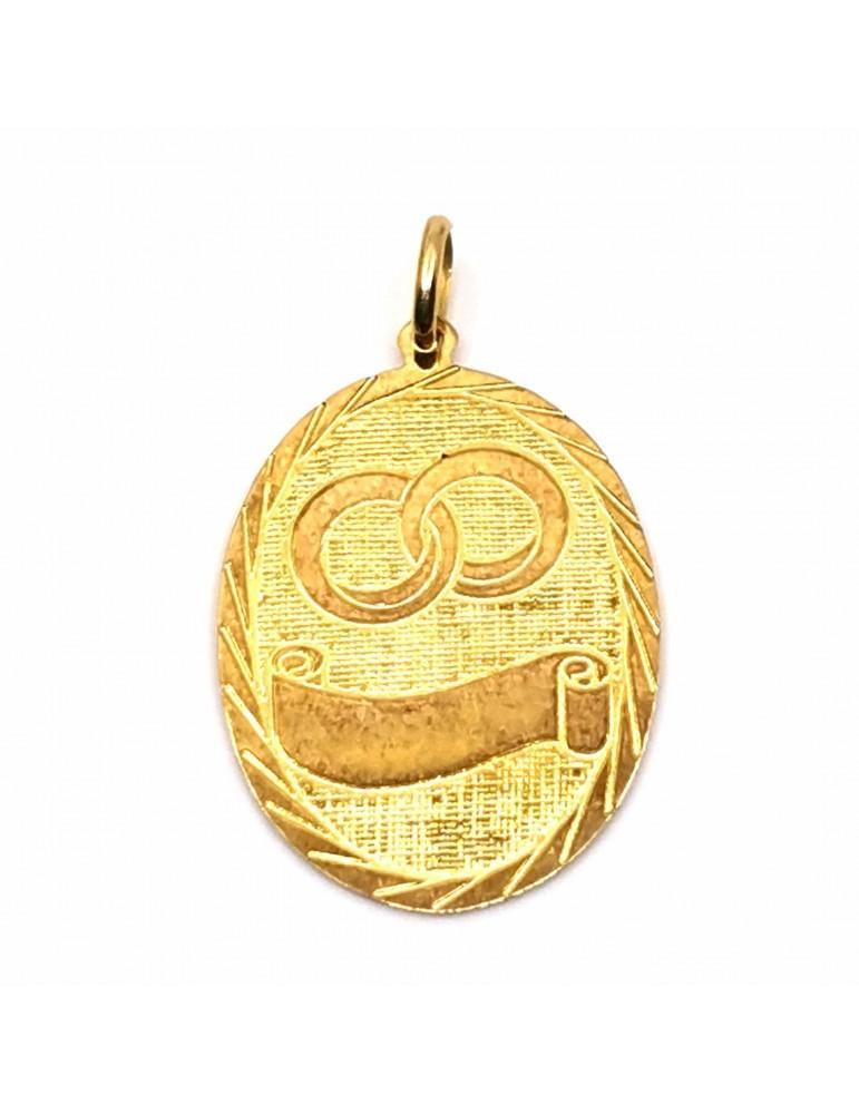Medalla maciza en oro de 18k con un bonito grabado con alianzas y pergamino especial para personalizar